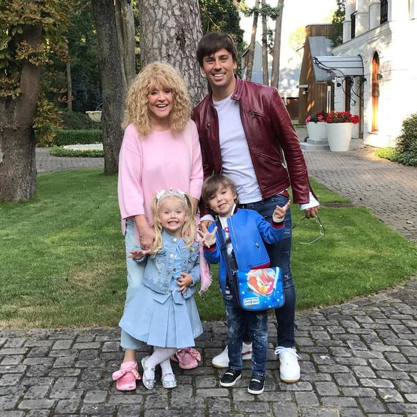 <p>Алла Пугачева и Максим Галкин с детьми</p>