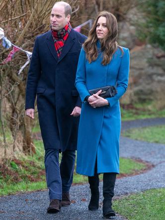 Фото №7 - Все наряды герцогини Кейт в рождественском туре по Великобритании