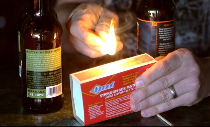 Фото №1 - Фокус: как зажечь спичку от бутылки