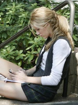 Фото №5 - «Сплетница», «Элита», «Ривердэйл»: 20 образов для старшеклассниц из сериалов