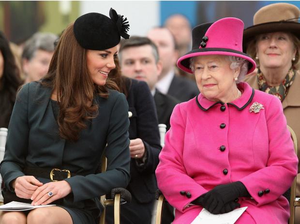 Фото №2 - Главное модное табу герцогини Кейт (и при чем здесь Королева)