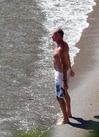 Фото №2 - 68-летний Стинг показал подтянутый торс на пляже