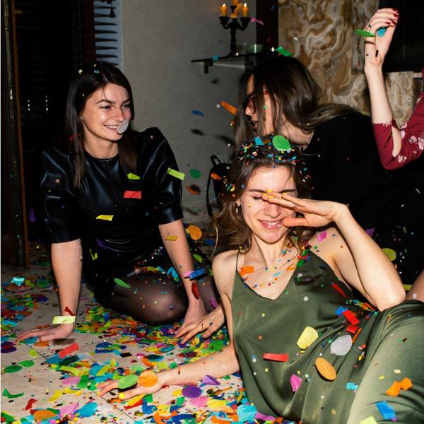 Фото №1 - 30 крутых челленджей, которые сделают любую вечеринку незабываемой