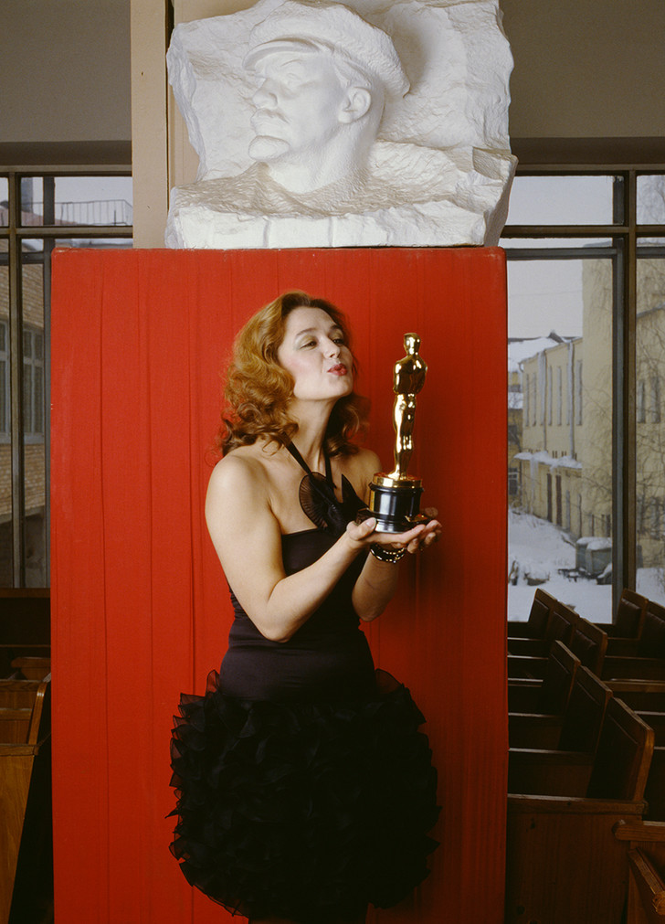 Фото №11 - «Красные звезды перестройки»: популярные советские актрисы в съемке американского фотографа, 1988 год