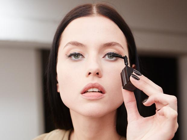 Фото №1 - Как правильно накрасить ресницы: how to от визажистов Givenchy