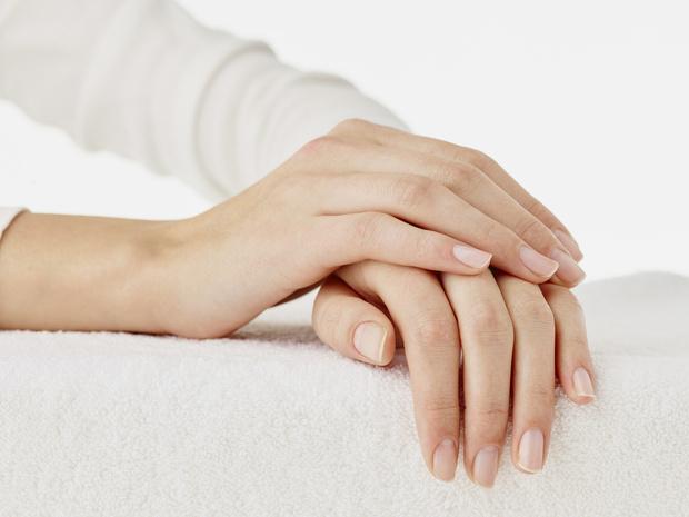 Фото №1 - 7 приемов, как сделать ногти визуально длиннее и красивее