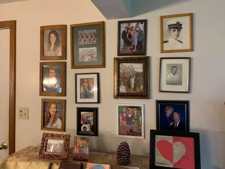 Фото №2 - Дочь каждый день подменяла по одному семейному фото неумелыми рисунками, а родители заметили это только на 11-й день