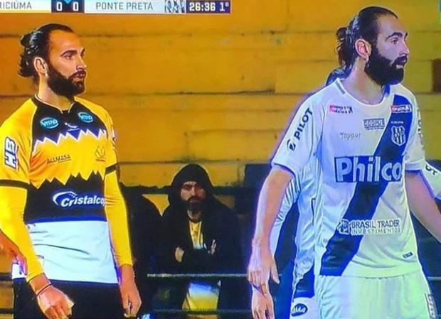 Фото №2 - Совершенно одинаковые футболисты поразили Интернет. А ведь они даже не близнецы (фото прилагаем)