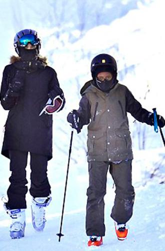 Фото №7 - Лыжню: Анджелина Джоли проводит выходные на горнолыжном курорте