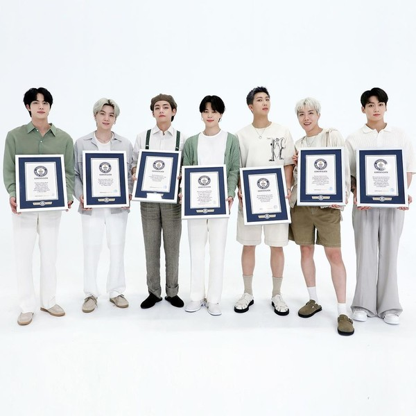 Фото №2 - Вау! BTS вошли в Зал славы Книги рекордов Гиннеса 😱