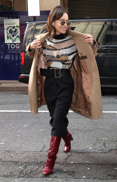 Фото №2 - Эмилия Кларк показала пугающе худые бедра