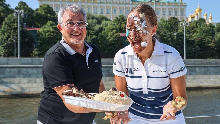 Фото №1 - «Дедушка дал дрозда»: в Сети обвинили Диброва в публичном унижении жены и предложили отомстить