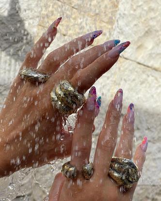 Фото №31 - От пластика до золота: любимые кольца звезд (и где искать похожие)