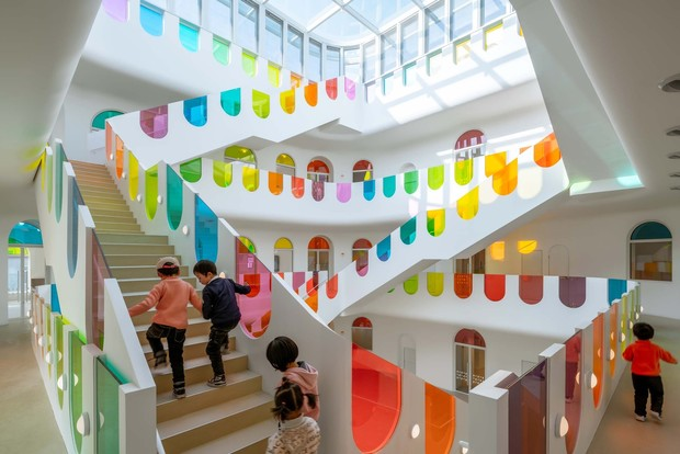 Фото №9 - Детский сад в форме торта, который может менять цвета: фото