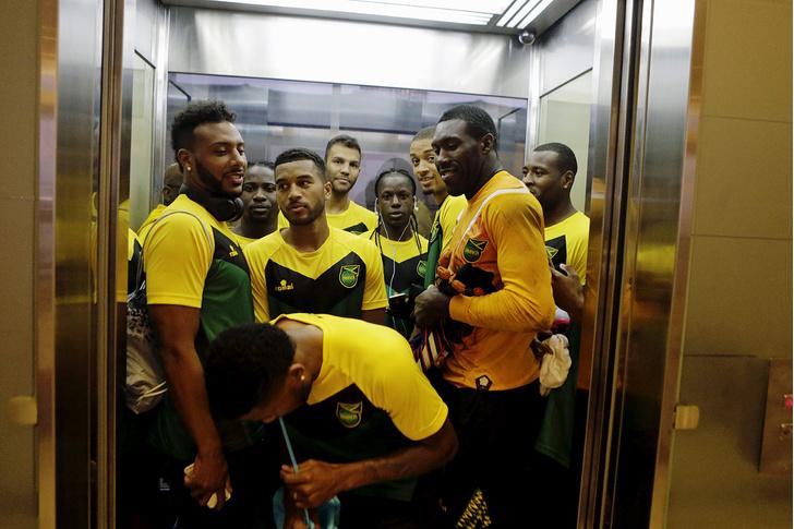 Фото №1 - В одни ворота: почему некоторые болельщики становятся футбольными хулиганами