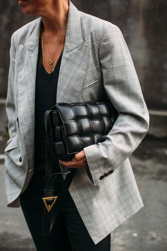 Фото №3 - Как понять, что одежда прослужит долго: 3 шопинг-лайфхака