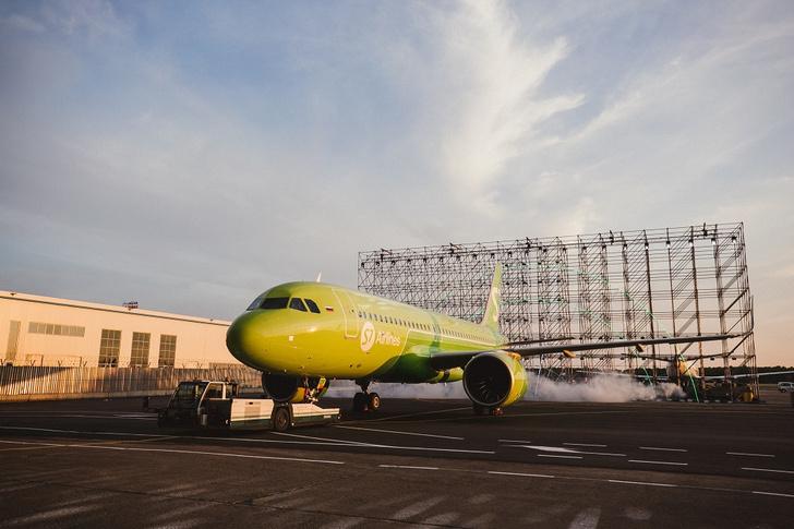 Фото №1 - Вечеринка S7 в честь пополнения: ангар авиакомпании пополнили новые S7 Airbus A320neo