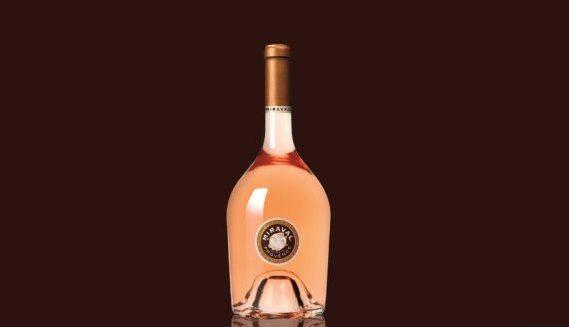 Бутылка вина Miraval от Анджелины Джоли (Angelina Jolie) и Брэда Питта (Brad Pitt)