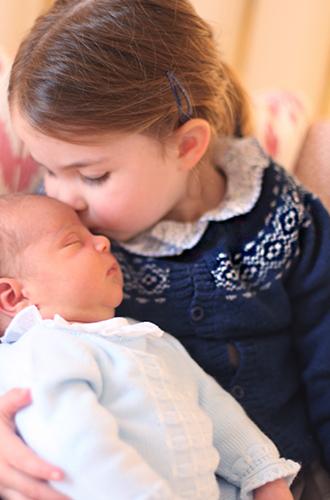 Фото №7 - Первая фотосессия: принцесса Шарлотта и принц Луи