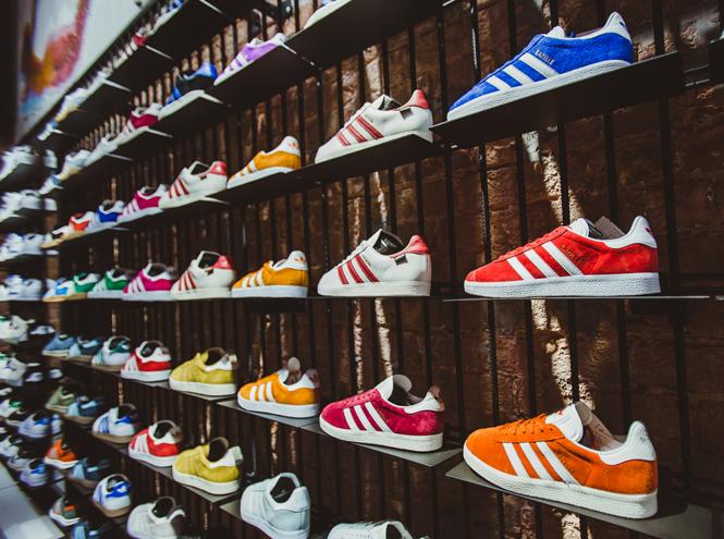 Фото №1 - Первый и единственный: в Москве открылся флагманский магазин Adidas Originals