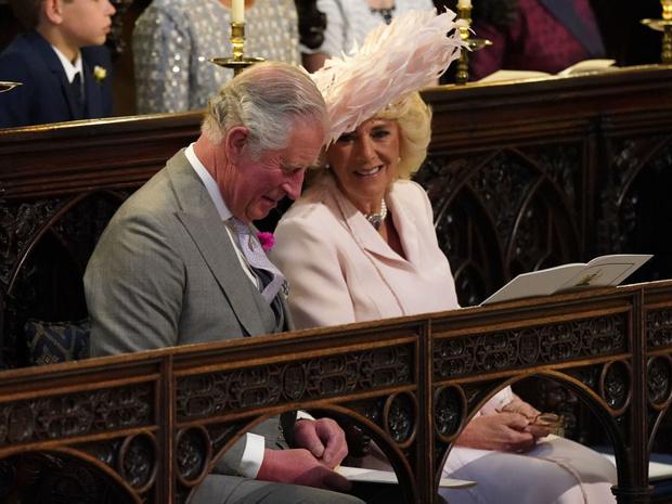 Фото №12 - Самые необычные и странные свадебные шляпки королевской семьи