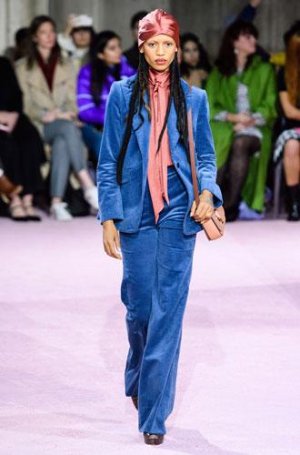 Фото №21 - От классики до сочных красок: лучшие костюмы с Недели моды в Нью-Йорке