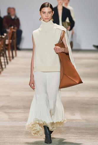 Фото №11 - Трикотажный жилет: 15 стильных вариантов для осеннего гардероба