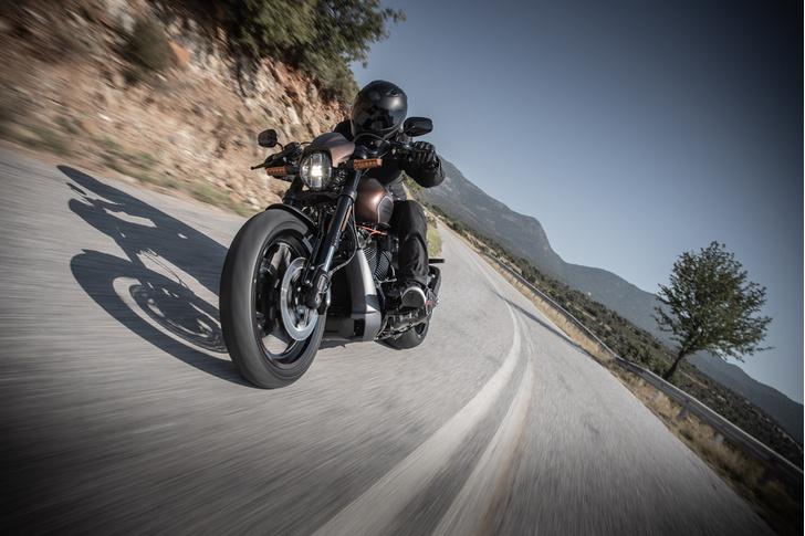 Фото №1 - 5 мифов о харлее: тест-райд Harley-Davidson FXDR