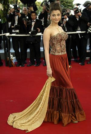 Фото №12 - Болливуд в Каннах: Айшвария Рай и все ее наряды за историю кинофестиваля