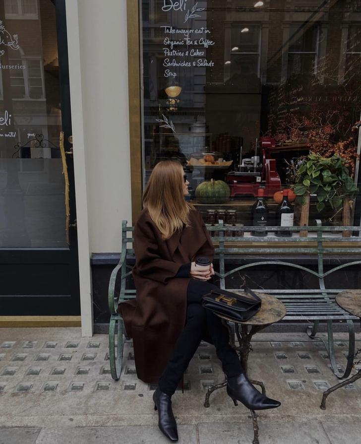 Фото №1 - Пальто в оттенке горького  шоколада идеально подходит блондинкам. Доказывает Роузи Хантингтон-Уайтли
