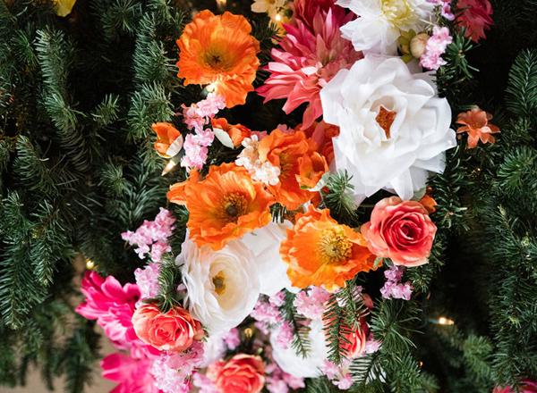 Фото №1 - Елочка, цвети: новый рождественский тренд в декоре
