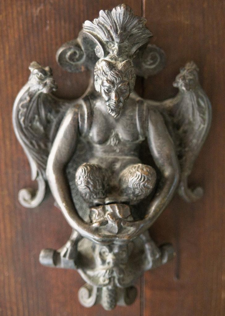 Фото №3 - Почетные стукачи: итальянские дверные молотки