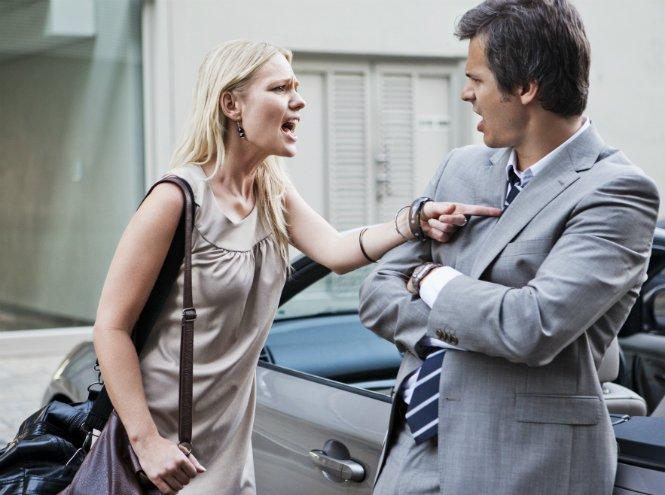 Фото №2 - 10 женских привычек, которые отпугивают мужчин