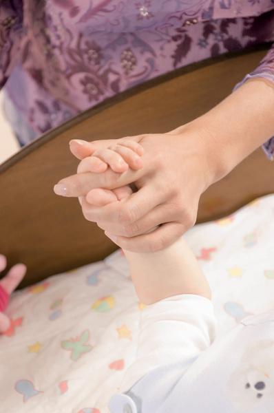 переворот со спины на живот как помочь ребёнку