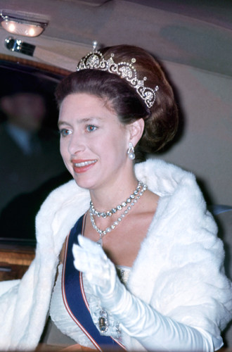 Фото №15 - Почему герцогиня Кембриджская так любит тиару «Узелки любви»