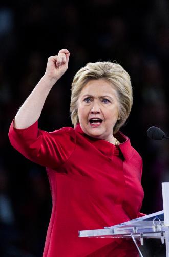 Фото №12 - Брючные костюмы и яркие цвета: модные победы Хиллари Клинтон