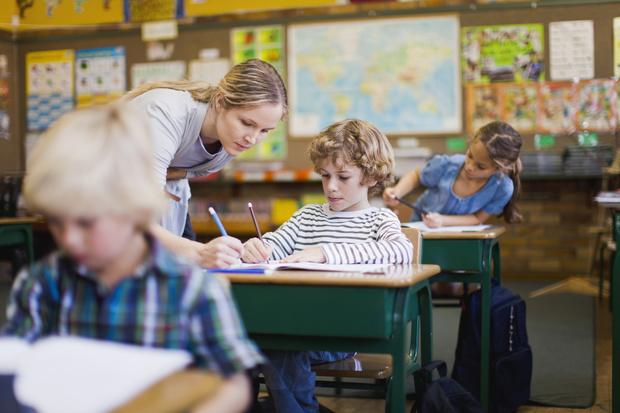 Фото №2 - Почему я никогда не буду сдавать деньги на подарки учителям