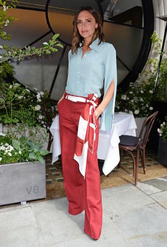 Фото №20 - Как носить шелковые платки: 10 самых простых и стильных способов