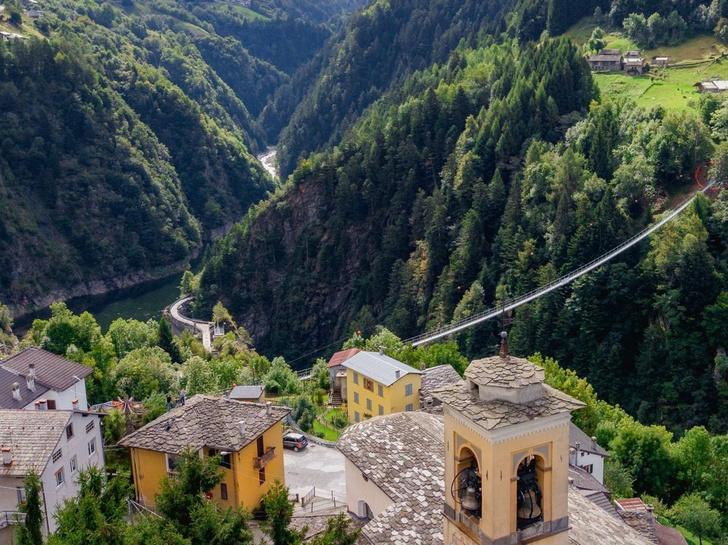 Фото №1 - В Италии открыли «мост в небо»
