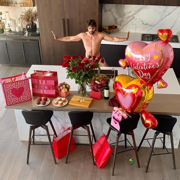Фото №2 - 1000 и 1 роза: «цветочные» признания в любви для Приянки Чопры, Риз Уизерспун и Николь Шерзингер