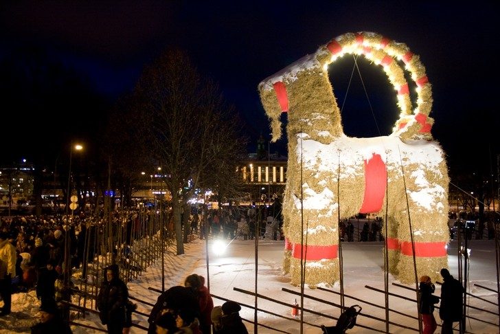Фото №4 - Кто приходит в Рождество: 9 необычных сказочных созданий