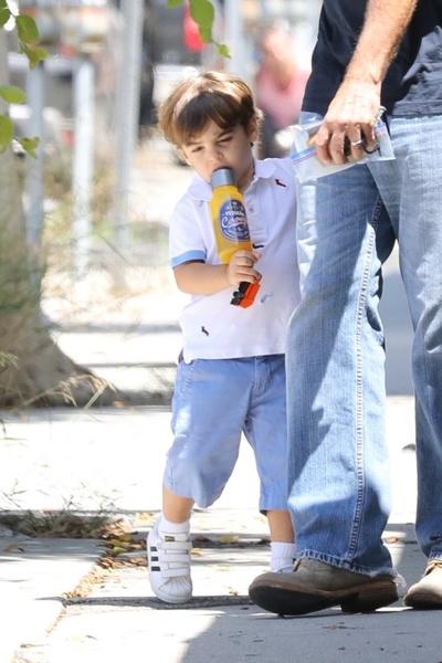 Фото №2 - Как выглядит подросший сын Джорджа и Амаль Клуни