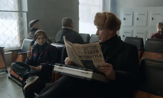 Фото №1 - Линдеманн с газетой «Советский звук» и еще 8 клипов недели