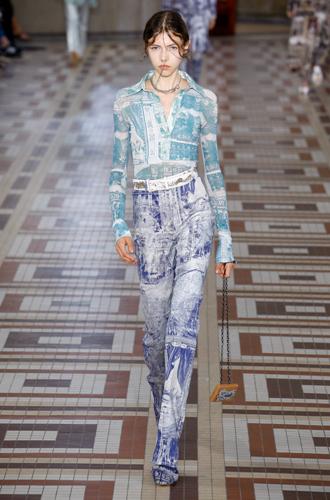 Фото №10 - Принт «туаль де Жуи»: летняя альтернатива цветам, полоске и клетке