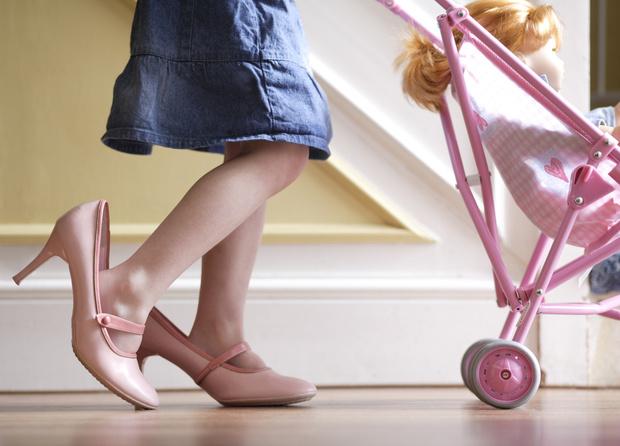 Фото №1 - 7 ошибок, которые совершают родители, выбирая обувь для ребенка