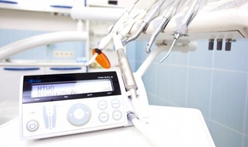 Фото №1 - Из стоматологической клиники Петербурга вынесли оборудование за долги