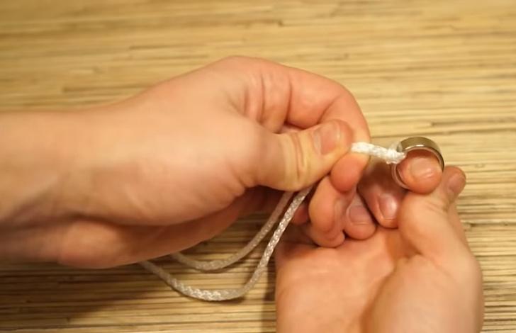 Фото №1 - Элегантный фокус с кольцом и веревкой