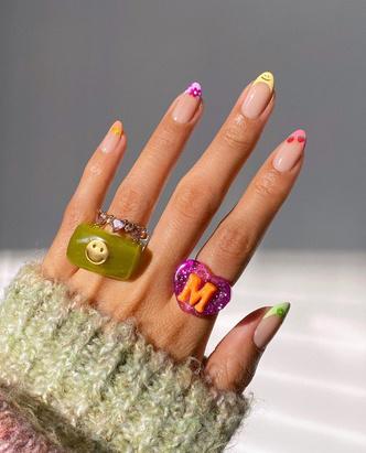 Фото №7 - Самый летний тренд: как носить пластиковые кольца, как у Беллы Хадид и Дуа Липы