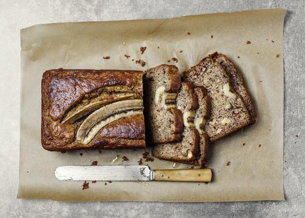 Фото №2 - Почему на карантине все пекли банановый хлеб? Объясняют психологи