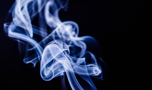 Фото №1 - Директор НИИ фтизиопульмонологии: Курильщики в 1,4 раза чаще тяжело болеют COVID-19